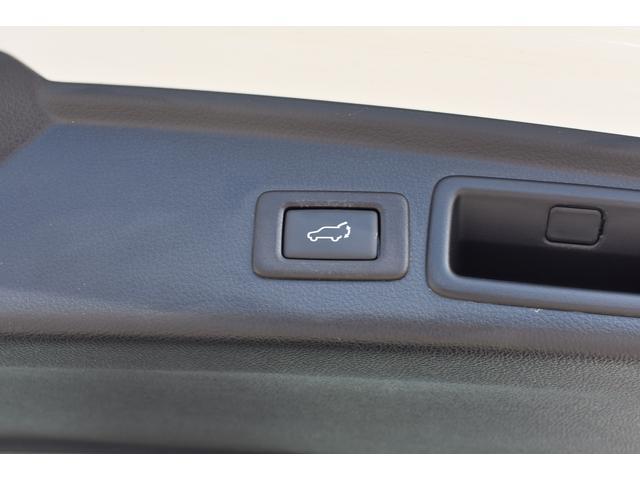 電動リヤゲートスイッチ:ボタン一つで開閉可能です。