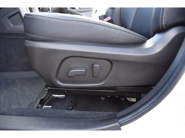 助手席:電動シート採用で細かい微調整ができ、ドライビングポジションにしっかり合わせることで疲労軽減や事故防止につながります♪♪