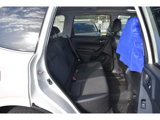 広い開口部で人の乗り降りはもちろん、荷物の積み下ろしもスムーズに行えます。