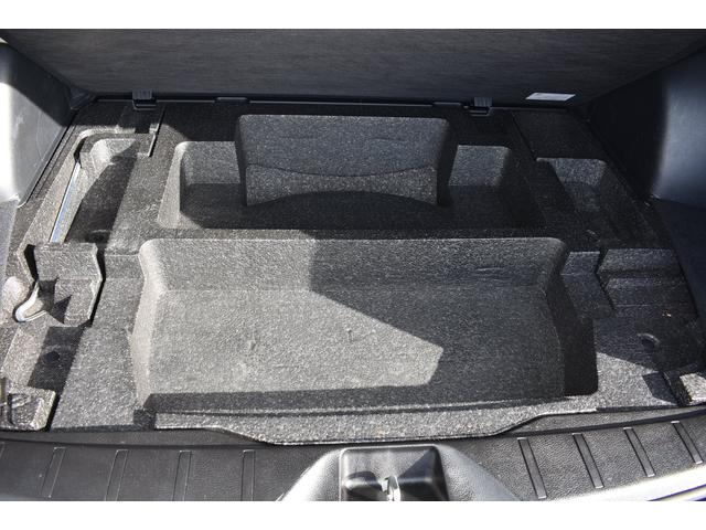 カーゴフロアマルチボックス : 床下の収納スペース。荷物の汚れなども気にせず積めます。
