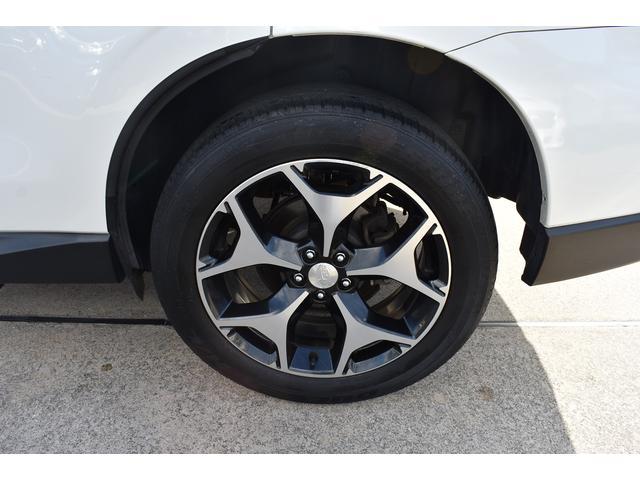 純正アルミを装備しております。鉄ホイールと違って錆びにくく、重量も軽いので燃費や走りにも影響します。
