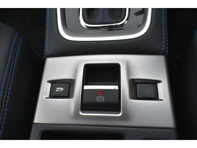 電動式サイドブレーキ採用で、指1本で操作可能です。
