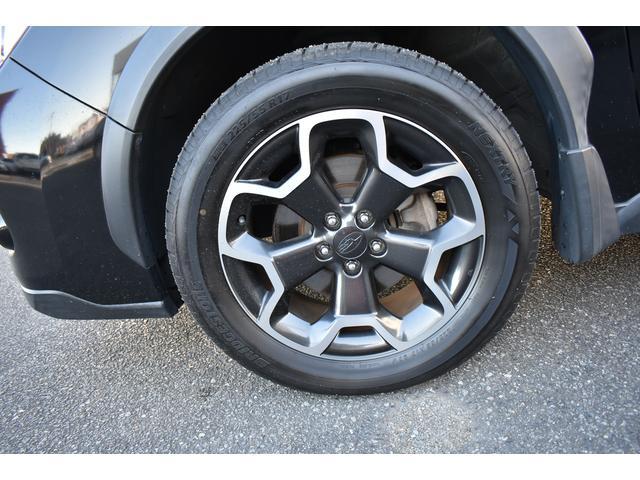 17インチ純正アルミホイール付・タイヤサイズは225/55R17です。