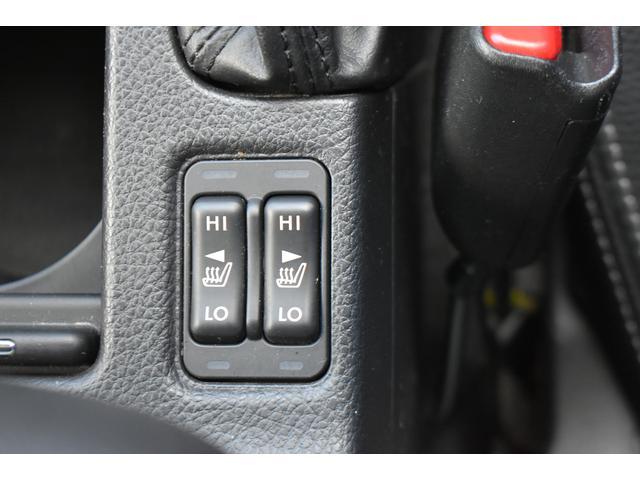 フロントシートヒーターを装備。早朝や寒い季節でも素早くシートを温めてくれるアイテムです。温度調節は、2段階調節。