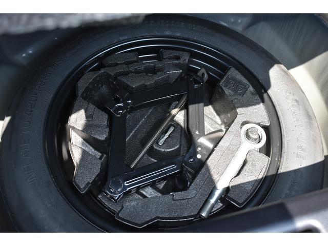 テンパータイヤ、ジャッキは未使用状態です。