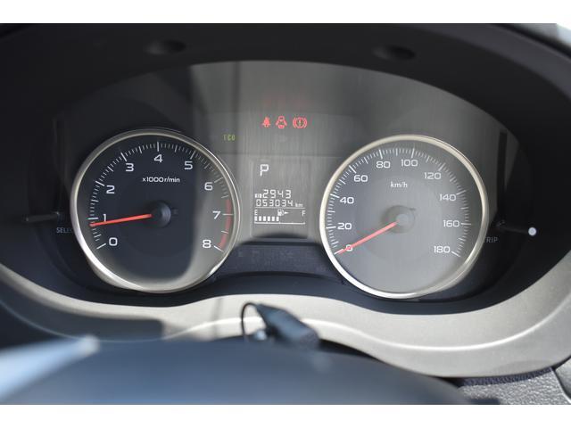 大型メーター採用で、視認性に優れ運転疲労軽減にも貢献します。