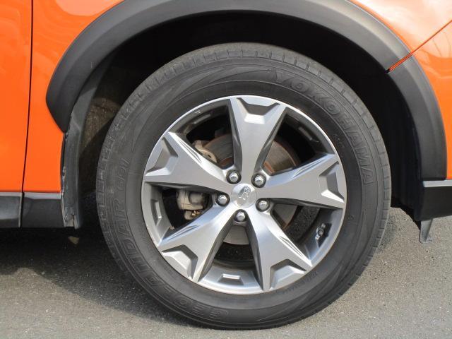 17インチアルミホイールが付いて、足元が引き締まって見えます。タイヤサイズは225/60R17です。