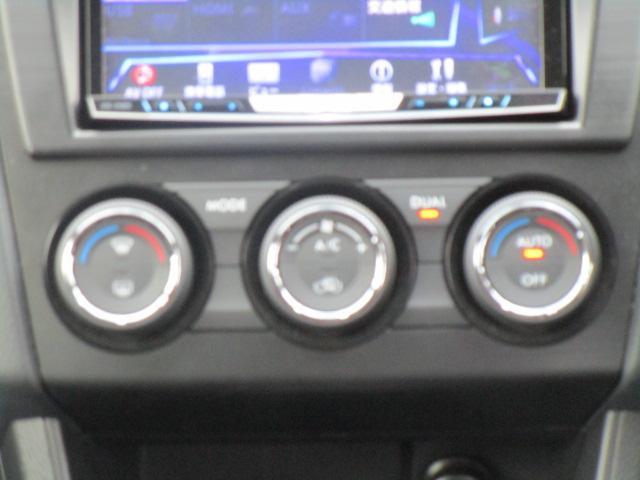 左右独立調整オートエアコンが付いてますので、運転席助手席それぞれの温度に調整できます!