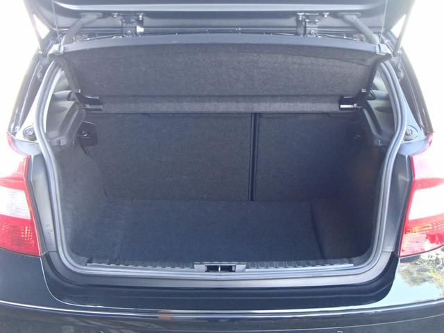 リアは開けるとこれだけのスぺ‐スがございますので荷物が多くても安心です♪