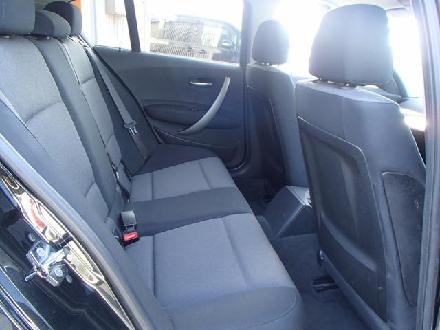 後部座席は使用した形跡が少なく、きっとご満足頂ける程度の良さかと思います♪