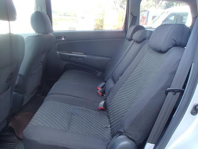 後部座席シートもキレイな状態ですよ!!