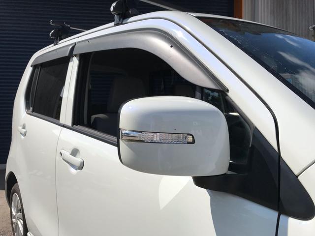 【サイドミラーウインカー】デザイン性が強く思われがちですが、対向車の視認性バツグンの装備です。