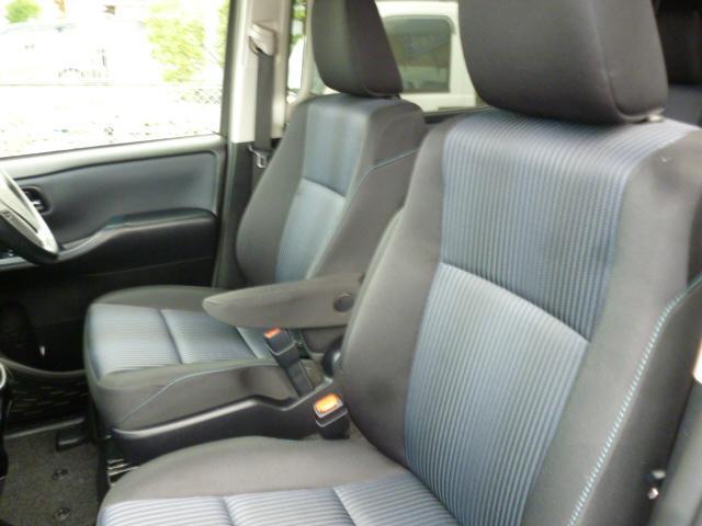 車庫入れなどバックの時はこれで安心!死角も無くなり安心してバックする事が出来ます。駐車時にサポートしてくれるバックモニター!しかし見えない部分も有りますので、目視での確認をオススメします!