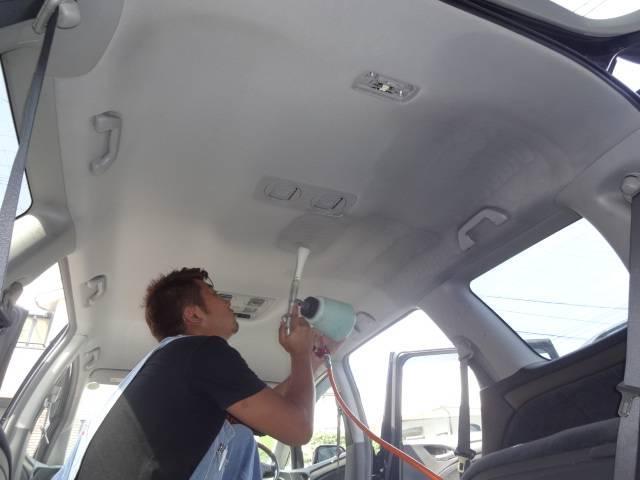 ☆タバコのヤニは特に!大切なお車の車内全体を汚しています。でもご安心下さい!当店では全車、消臭抗菌クリーニング施工しています。