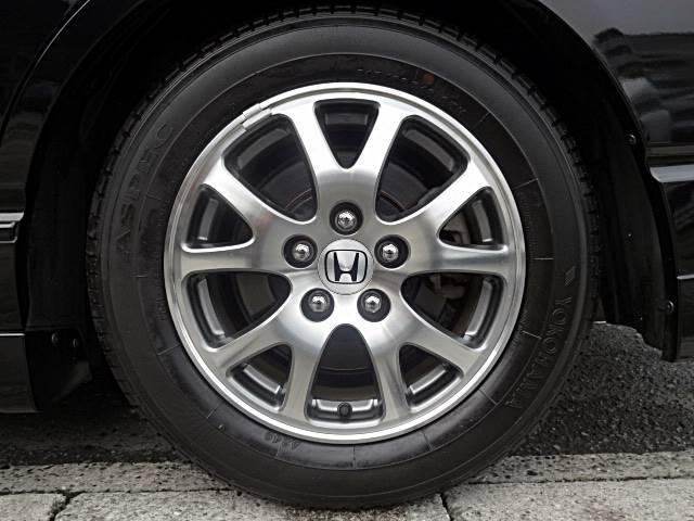 ☆ブレーキダストで汚れがこびりついているアルミホイールも、全車徹底的に特殊洗剤で洗浄しています。