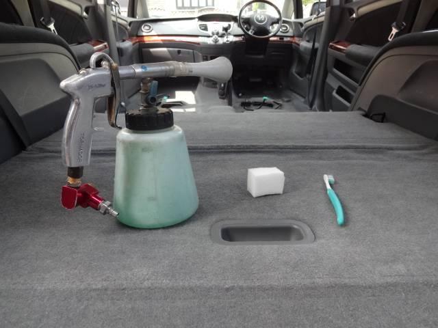 ☆中古車だからと、内装の染み・臭い等、妥協していませんか?当店ではその様な汚れに、妥協無くイオンクリーニング施工を全車に行っております。一度足を運んでもらえませんか!!