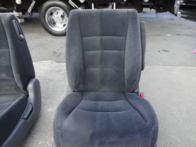 ☆このように汚れたシートを全車キレイにしています。