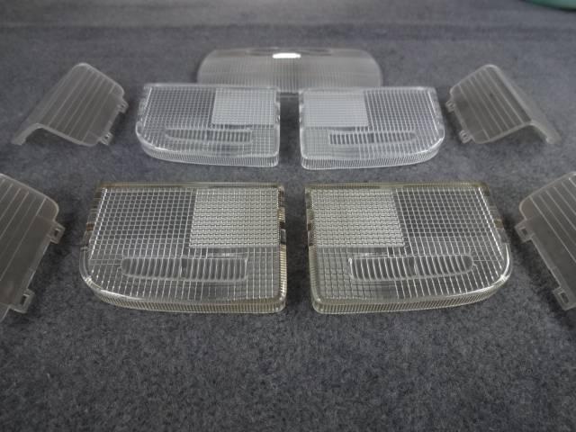 ☆ルームランプのレンズやドアカーテシもヤニやホコリでカナリ汚れています。すべて取り外し、特殊洗剤で洗います!