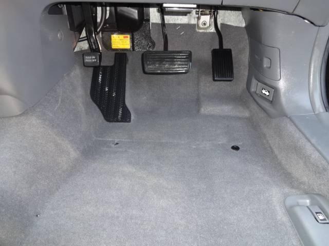 ☆クリーニング施工後です!どうですか??足元の見えないところのホコリも除去しています。洗剤は消臭イオン効果がありますので、中古車特有の気になるニオイも抑えることができます^^