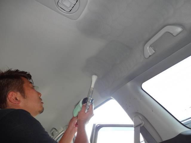 ☆天井もなにもしなくても気づかないうちに汚れています。当店では天井も徹底的に消臭抗菌クリーニングしています!