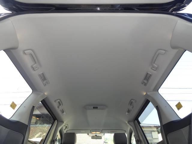 ☆ドアの内張りはお車の乗り降りの際、必ず触るところなのでやはり汚れています。ここも徹底的に消臭抗菌クリーニング!!
