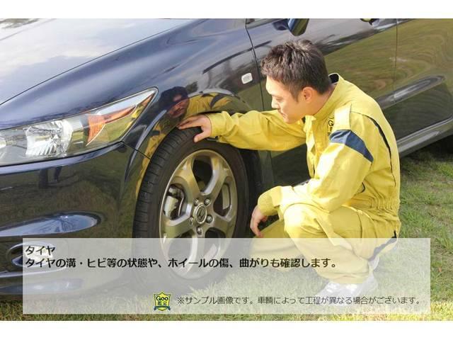 ☆タイヤの溝・ヒビ等の状態や、ホイールの傷、曲がりも確認します。