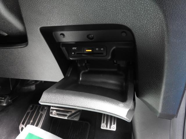 アブソルート 純正HDDナビ・DTV・マルチビューカメラ・bluetooth・純正フリップダウンモニターETC・USB・スマートキー・LED室内灯・HIDライト(24枚目)