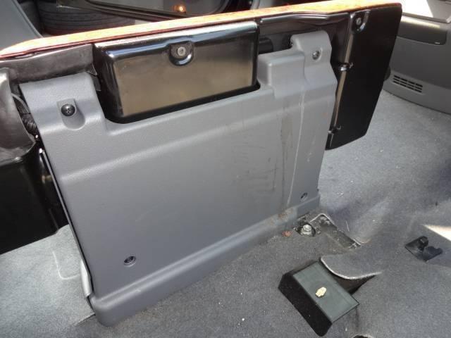 アエラス 純正オプションHDDナビ・フルセグTV・Bluetooth・Bモニター・純正フリップダウンモニター・ETC・両側パワースライドドア・HIDライト・(49枚目)
