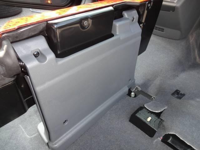 アエラス 純正オプションHDDナビ・フルセグTV・Bluetooth・Bモニター・純正フリップダウンモニター・ETC・両側パワースライドドア・HIDライト・(50枚目)