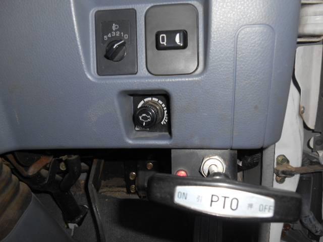 三菱ふそう キャンター 5200  タダノ 5段クレ-ン外装仕上げ済み荷台鉄板