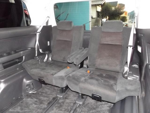 サードシートも広々です!!