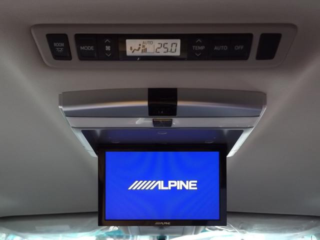 ミニバンには欠かせないアルパイン製のフリップダウンモニターを装備!!