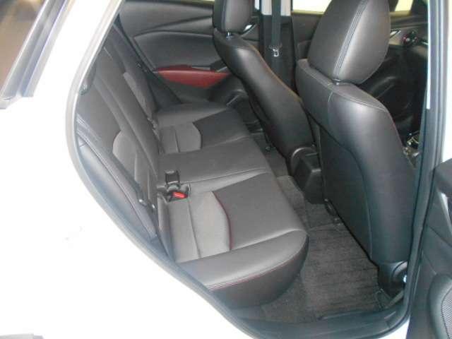 後部座席の様子です。傷や汚れもあまりなく。綺麗な状態です。