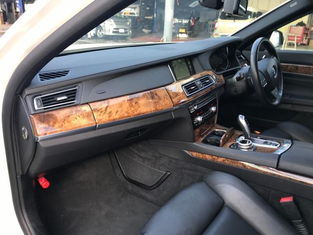 750i Mスポーツパッケージ&エアロ 20AW スポーツシート レザーパドル サンルーフ 黒革 ヒートヒーター ナビTV F&S&Bビュー LED V8ツインターボ ドライブレコーダー(32枚目)
