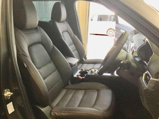 ☆フロント座席シート廻り☆ ☆ドライブを快適に楽しむための前席空間☆クルマとの一体感が心地よいフロントシート☆