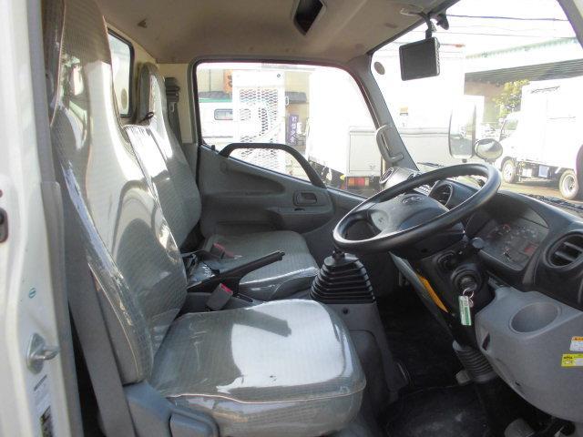 トヨタ トヨエース 2トンパネルバンスライド式格納ゲート バックカメラ