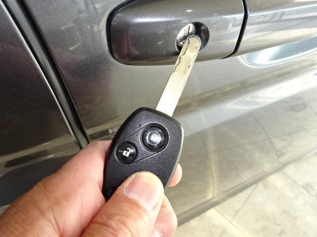 それでは室内にごあんな〜い。ポチッとボタンを押せばキーロック解除。