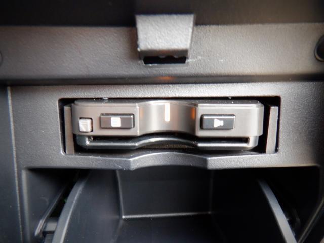 S 1年保証付き 4WD SDナビ・バックカメラ・衝突回避軽減 クリアランスソナー LEDヘッドライト 両側パワースライドドア オットマン ETC スマートキー(8枚目)