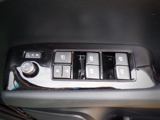 S 1年保証付き 4WD SDナビ・バックカメラ・衝突回避軽減 クリアランスソナー LEDヘッドライト 両側パワースライドドア オットマン ETC スマートキー(11枚目)