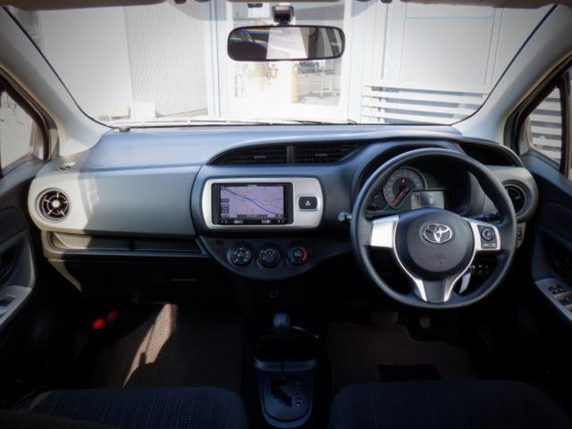 F 1年保証付 メモリーナビ ETC CD再生 アイドリングストップ キーレス 運転席エアバッグ 助手席エアバッグ ABS 横滑り防止システム 車検整備付 走行距離77,282km 修復歴なし(2枚目)