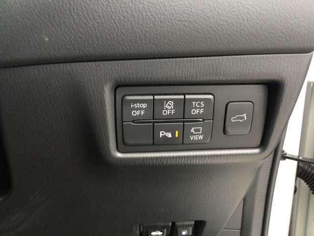 各種スイッチです。運転席からトランクの開閉ができますよ。
