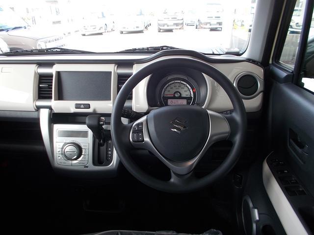 運転席まわりはこんな感じ♪ハンドルに『ステアリングオーディオスイッチ』オーディオ・ナビのボリューム・チャンネルの変更可能♪