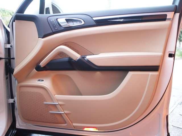 S E-ハイブリッド TipS4WD D車本革SSRナビTV(13枚目)