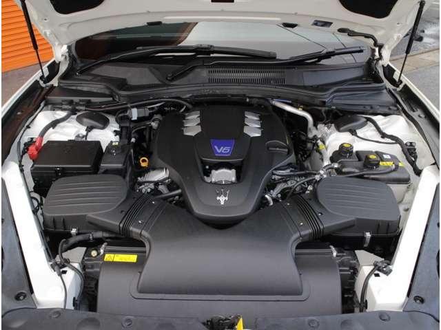 マセラティ3リッターV6ツインターボエンジンは410psと56.1kgmを発生します(カタログ値)!3リッターV6 DOHC 24バルブ ツインターボエンジン!爽快な走りが魅力です!