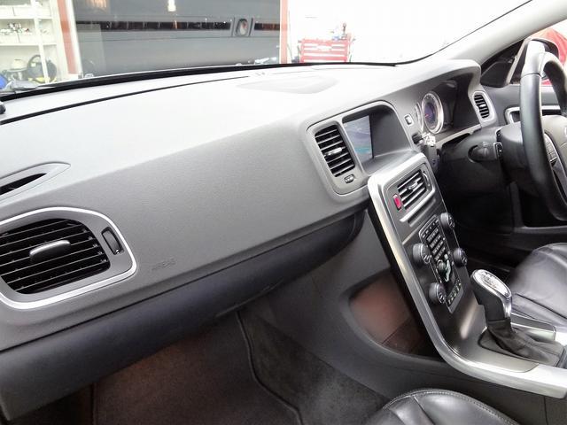 ボルボ ボルボ V60 T4 SE イルミシフト 禁煙1オーナー車 ipod接続