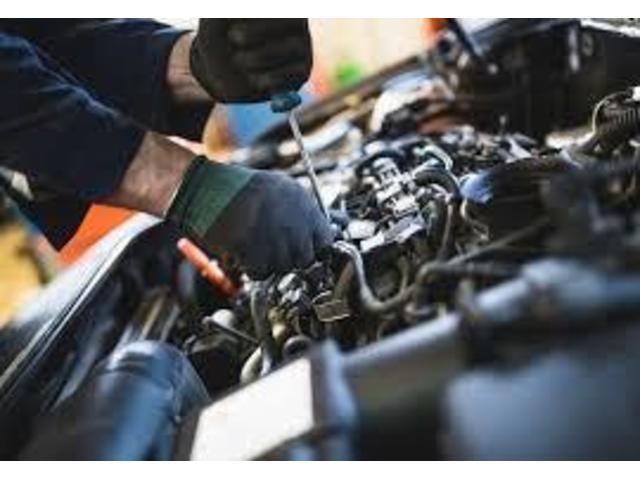 納車前のお車は専任の整備士が点検整備してお渡しになります。全車油脂類交換で次回の車検に持たない部品はすべて交換お渡しです、もちろん費用はお支払総額に含まれます。