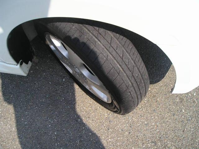 純正アルミホイール&タイヤの山は4本共にタップリで安心です☆