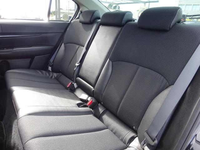 車内の高級装備☆革シート。とくに黒革だと車内の雰囲気が落ち着きます♪