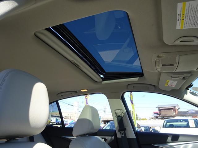 晴れた日のドライブの必需品サンルーフ!!解放感のある車内では運転が一層楽しくなりそうです♪