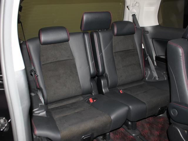 【3列シート】3列目を使えば7人乗車可能です。家族みんなでお出掛けはいかがですか?